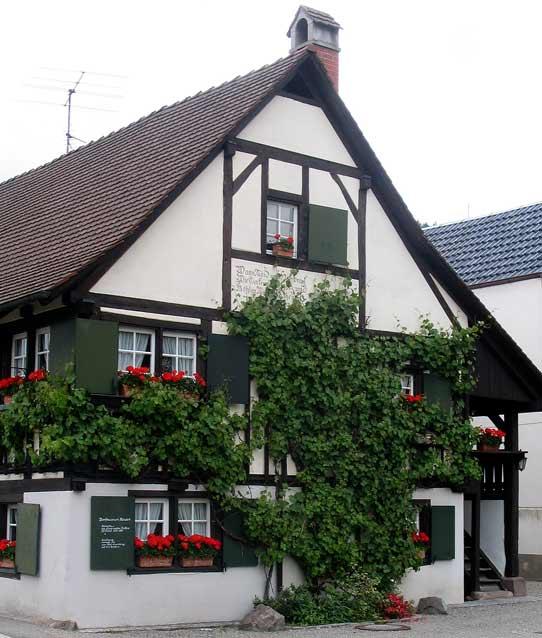 Das 'Hebelhuus', das Heimathaus von Johann Peter Hebel in Hausen i.W. - Quelle: Wikipedia